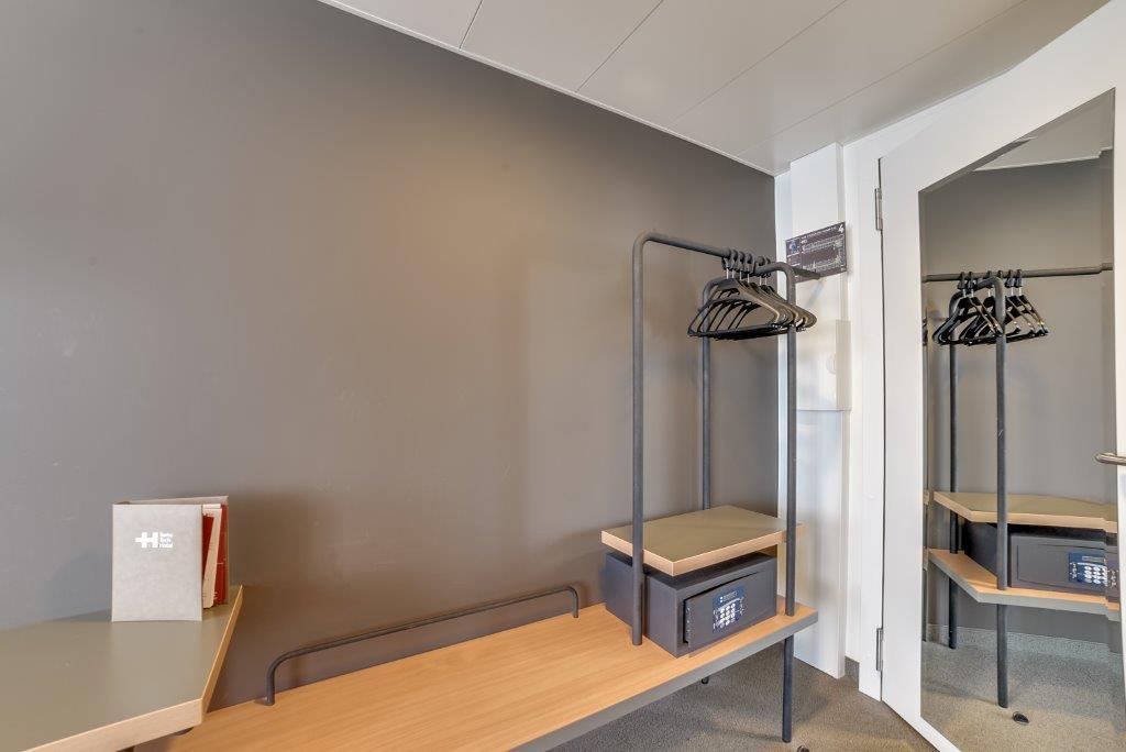 standard swisstech hotel. Black Bedroom Furniture Sets. Home Design Ideas